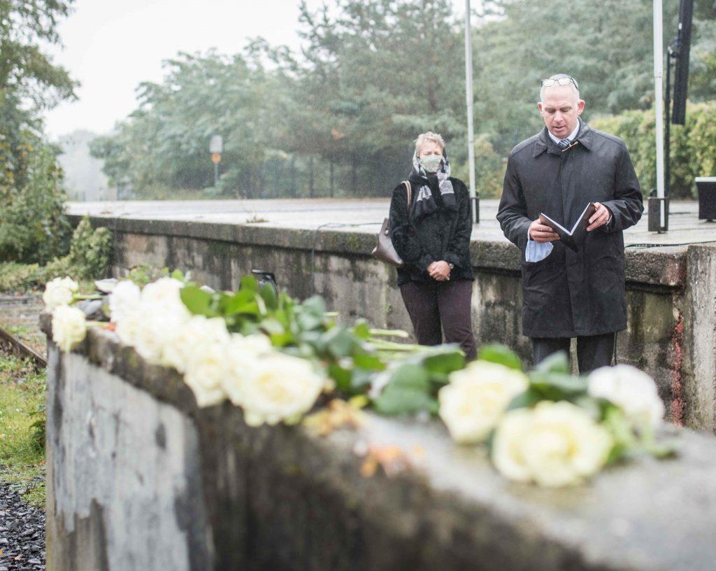 Rabbiner Jonah Sievers, Jüdische Gemeinde zu Berlin, spricht das Kaddisch, Foto: Marko Priske